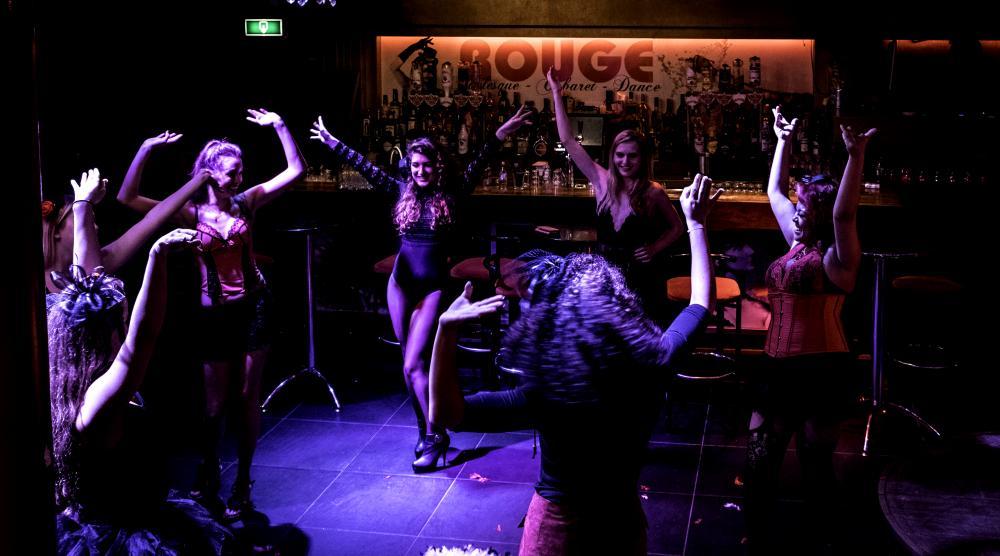 Slide 2: Workshop Burlesque Teambuilding